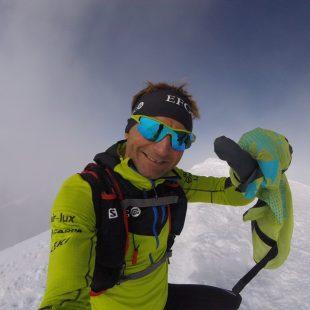 Ueli Steck en la cima del Mont Blanc  (Ueli Steck)