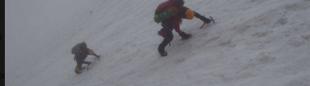 Alberto Zerain y Mariano Galván alcanzan la cima del Manaslu. 2016. (© Colección 2x14x8000)