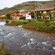Casas de Geras y el rio Casares.  (Anxo Rial)
