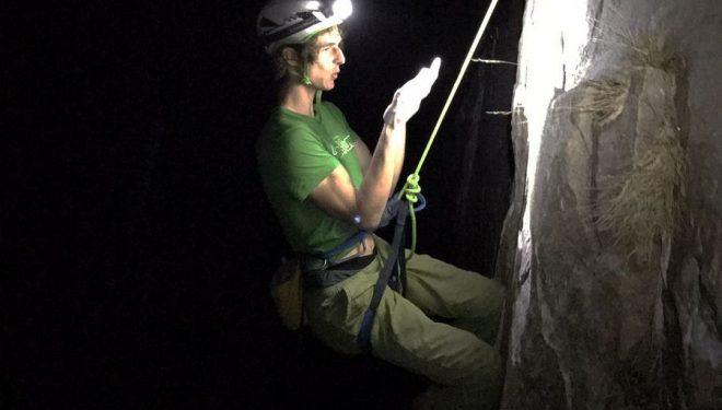 Adam Ondra trabaja en los largos duros del Dawn Wall  (Foto: Heinz Zak)