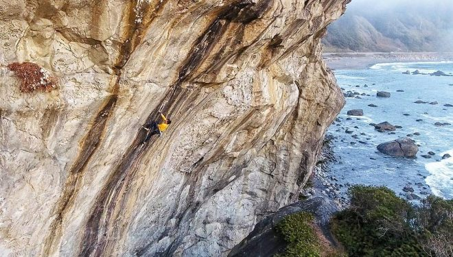 Ethan Pringle en Blackbeards tears 8c+ poniendo cacharros  ()