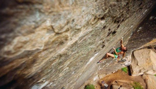Michaela Kiersch en Lucifer 8c+ de Red River Gorge  (Foto: Andy Wickstrom)