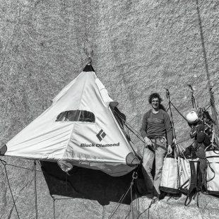 Adam Ondra y su hamaca en el Dawn Wall (Yosemite)  (Foto: Pavel Blažek)