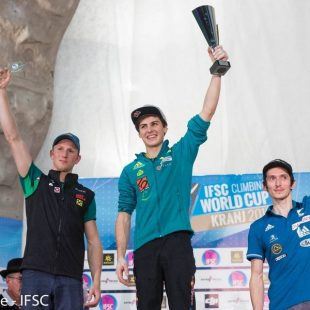 Podium general en categoría masculina de Copa del Mundo de Escalada de Dificultad 2016: 1º Domen Skofic
