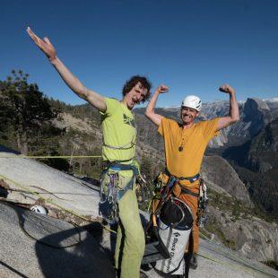 Adam Ondra y Pavel Blazek en la cumbre del Dawn Wall (900m