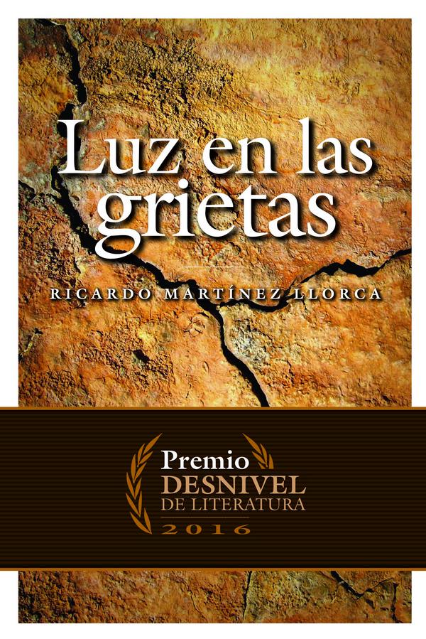 Luz en las grietas. Premio Desnivel 2016 por Ricardo Martínez Llorca. Ediciones Desnivel