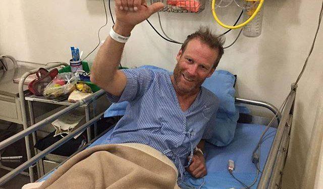 Conrad Anker en el hospital de Katmandú  (Col. C. Anker)