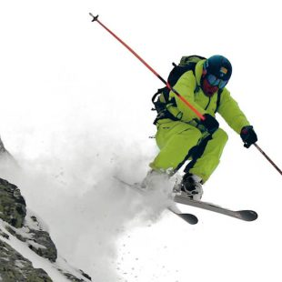Txordi Ricart volando en Fontfreda. Imagen incluida en la guía Val dAran freeride  (@Txordi Ricart)