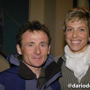 """Jean Christophe Lafaille con Katia (su mujer) en la Librería Desnivel (Marzo 2005) en la presentación de su libro """"Prisionero del Annapurna""""  (© Darío Rodríguez/DESNIVEL)"""