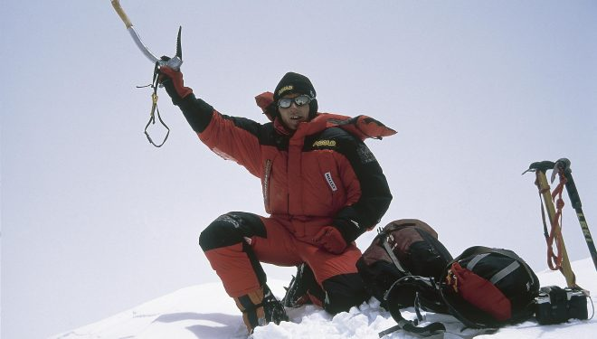 Jean Christophe Lafaille en la cima del Nanga Parat (8.125 m.) su décimo ochomil.  (©Colección Lafaille)