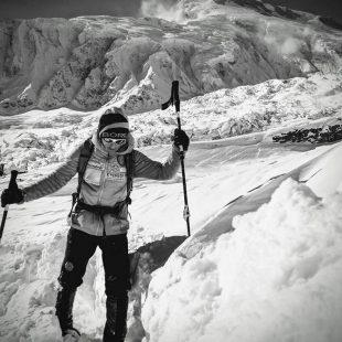 Elisabeth Revol aclimata en el Manaslu invernal  (Col. E. Revol)