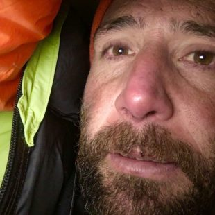 Alex Txikon durante su intento invernal al Everest sin oxígeno (2017)  (©Avistamultimedia)