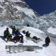 Álex Txikon con el nuevo equipo de sherpas. Everest invernal 2017  (Álex Txikon)