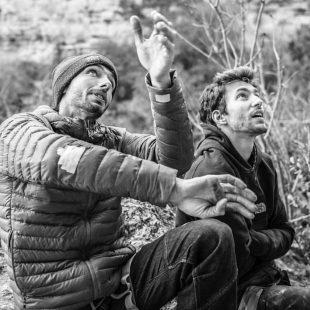 Stefano Ghisolfi y Jacopo Larcher estudian La Rambla 9a+ de Siurana  (Foto: Paolo Sarto)