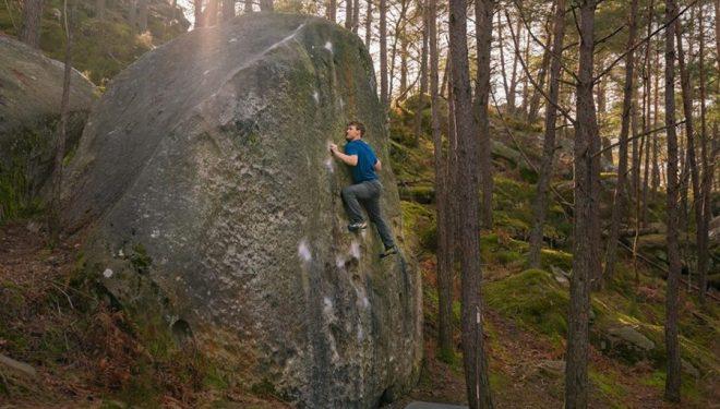 Nalle Hukkataival en Duel 8A de Fontainebleau  (Foto: Kevin Smith)