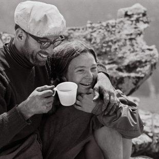 Liz and Royal Robbins en la cumbre de El Capitan después de que Royal lo hiciese en solo.  (royalrobbins.com)