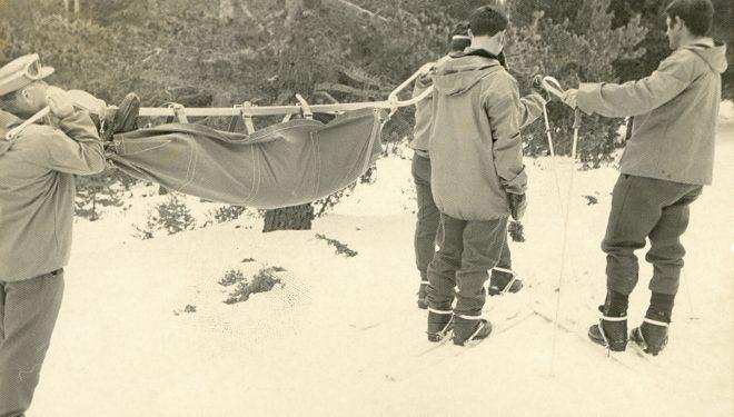 Prácticas de evacuación en la Sierra de Javalambre en los primeros tiempos del Servicio de Montaña de la Guardia Civil.  (Guardia Civil)