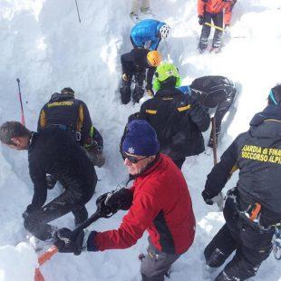 Trabajos de rescate de los freeriders en Val Veny  (Foto: Corriere.it)