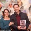 Vicente García Campo y Pati Blasco en la entrega del Premio Desnivel de Literatura 2015 a la novela Sin fronteras. Un corredor en tierra de nadie.  (©Darío Rodríguez)