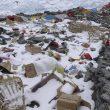 Basura abandonada en el campo base del Everest (vertiente norte).  (Somos Ecuador)