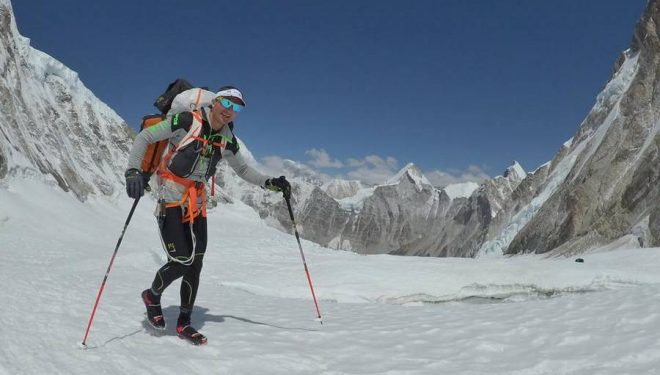 Ueli Steck aclimata en el C2 y el Hombro Occidental del Everest para la travesía Everest-Lhotse (abril 2017).  (© U. Steck)