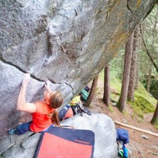Anna Stöhr en New base line 8B+ de Magic Wood  (Foto: Alfons Donauer)