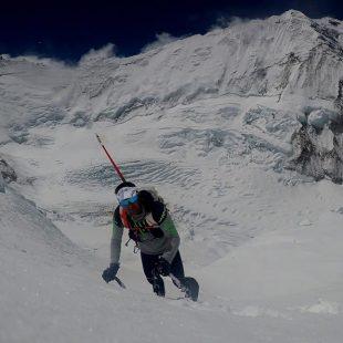 Ueli Steck entrenando para afrontar la travesía Everest-Lhotse sin oxígeno ()