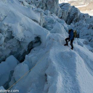 Ferran Latorre en la cascada del Khumbu