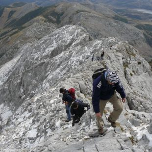 Subiendo al Espigüete. Desde arriba contemplamos Picos de Europa