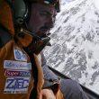 Alex Gavan en un momento de la búsqueda en helicóptero de Mariano Galván y Alberto Zerain. (©Alex Gavan)