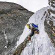 Ales Cesen negocia un tramo de hielo en la ascensión del Arjuna (2017)  (Foto: Marko Prezelj)