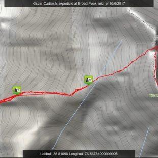 Imagen del Racetracker de Òscar Cadiach en la cima del Broad Peak  ()