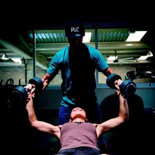 Los diferentes ciclos de movimientos y reposo en rocódromo o en el gimnasio nos permitirán entrenar potencia y resistencia.  (Esteban Lahoz)