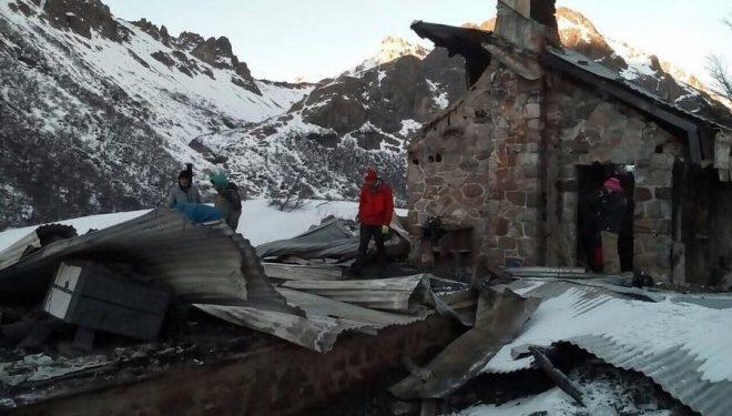 El refugio Jakob tras el incendio  (Foto: barilocheopina.com)
