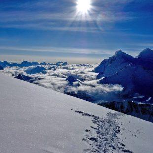 Elisabeth Revol desde C3 del Makalu con el Everest y el Lhotse de telón de fondo. Juio 2017.  ()