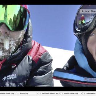 Los alpinistas checos Marek Holecek y Zdenek Hák en la cima del Gasherbrum I (8.080 m) que alcanzaron a través de una ruta nueva por la cara suroeste. (©Marek Holecek)