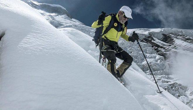 Carlos Soria a su regreso del segundo intento que realizó al Dhaulagiri en el otoño 2017  (©Luis Miguel López Soriano/Expedición Correos)