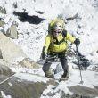 Carlos Soria ascienden hacia el C1 del Dhaulagiri.  (©Luis Miguel Soriano)