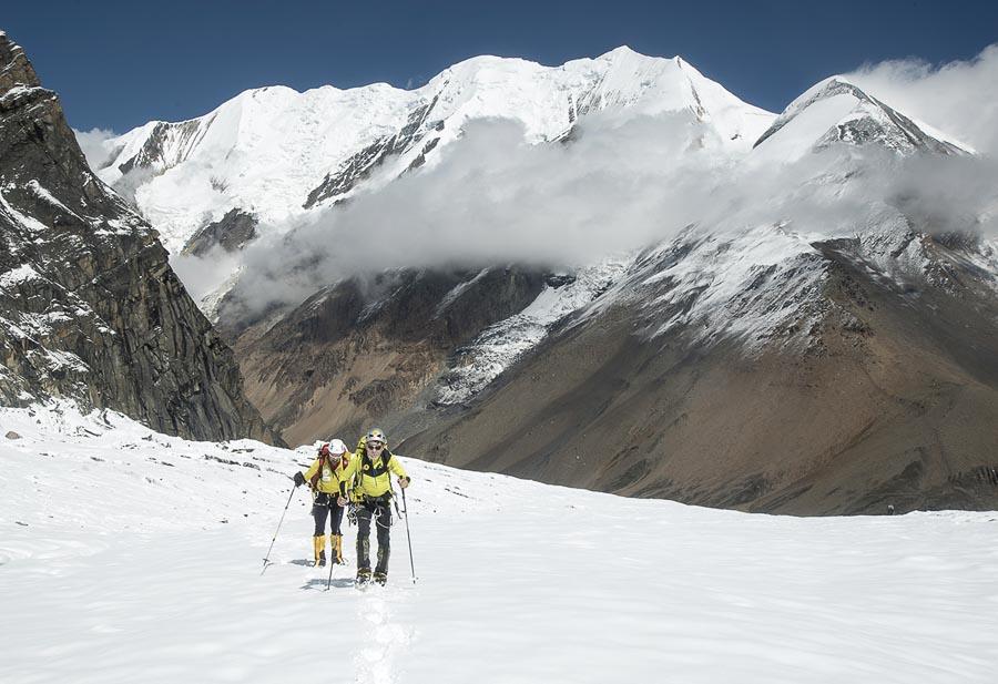 db72478f47b Carlos Soria y Sito Carcavilla ascienden hacia el C1 del Dhaulagiri. (©Luis  Miguel
