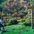 Excursionista en la ruta de Robledal de Mosomero en la Sierra de Algairén  (Eduardo Viñales Cobos)