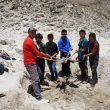 Trabajadores locales en la zona donde se construirá la planta de biogás del Everest  (Foto: UIAA)