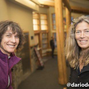 Dos grandes escaladoras de la década de los ochenta y noventa durante el Festival de cine de Montaña y Literatura de Banff 2016: Catherine Destivelle y Lynn Hill.  (©Darío Rodríguez/DESNIVEL)