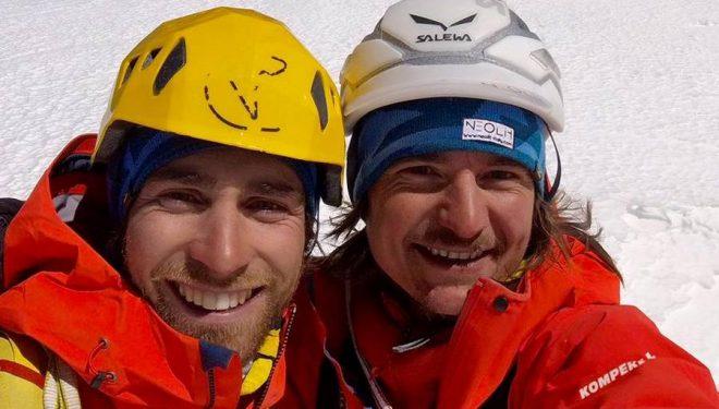 Vittorio Messini y Simon Gietl en la cima del Shivling tras escalar Shivas ice  (Col. S. Gietl)
