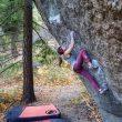 Anna Stöhr en `Penrose step' 8B+ en Leavenworth.  (@jkevinnewell)