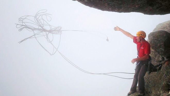 Hace viento y lanzas las cuerdas para rapelar... MAL. Seguramente se te van a enredar.  (Dani Castillo Clownclimbing)