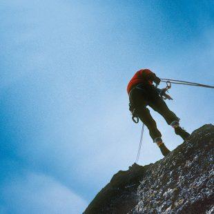 Rápel en montaña.  (Joaquín Colorado)