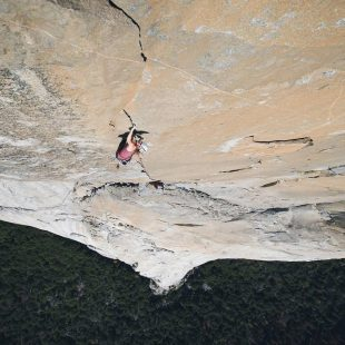 Barbara Zangerl en Magic mushroom 8b+ del Capitan (Yosemite) (Foto: Jon Glassberg)