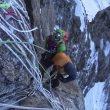 Descenso de Elisabeth Revol por las cuerdas fijas del muro Kinshofer durante su rescate en el Nanga Parbat