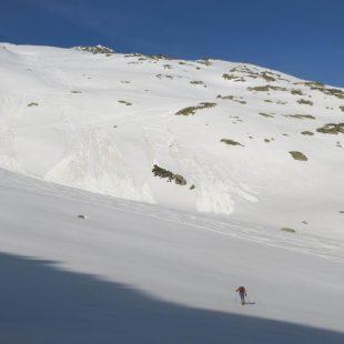 Un pequeño alud en la ladera del Pico del Alba, en el macizo de las Maladetas.