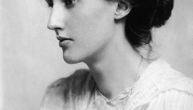 Virginia Woolf, figura destacada de la literatura inglesa y de la militancia feminista (1882-1941).